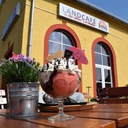 Landcafé in der alten Turnhalle