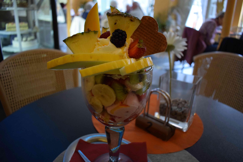 ein Fantasia-Eisbecher im Eiscafé Victoria